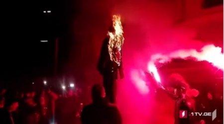Թբիլիսիում այրում են Սորոսի խրտվիլակները․ լուսանկար