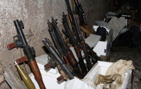 Քաղաքացին ավտոտնակում հայտնաբերել է զենք-զինամթերք