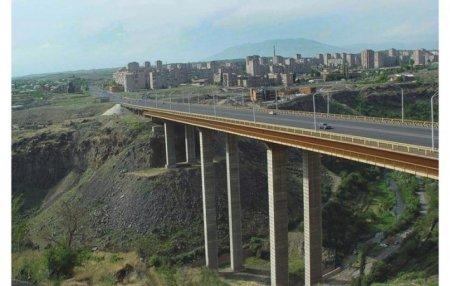 Տղամարդը սպառնում է ինքնասպան լինել՝ նետվելով Դավթաշենի կամրջից