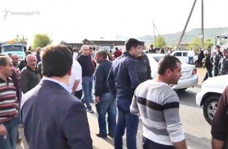 Բեռնատարի վարորդները սպառնում են փակել Երևան-Գյումրի մայրուղին. լարված իրավիճակ