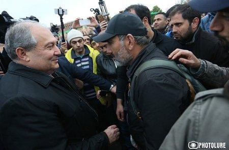 Նիկոլ Փաշինյանը հանդիպել է Արմեն Սարգսյանի հետ