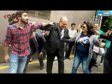 ՀՀ նախագահ Արմեն Սարգսյանը պարում է Ամուլսարի հանքի դեմ բողոքող երիտասարդների հետ. ՏԵՍԱՆՅՈՒԹ