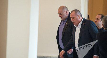 «Ժողովուրդ». «Տուշոնկա-տուշոնկա» վանկարկեով ու սուլոցներով են  կալանավորները դիմավորել Մանվել Գրիգորյանին