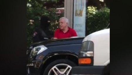 Ոստիկանները հատուկ օպերացիայի շնորհիվ կանխել են Սաշիկ Սարգսյանի ու նրան ուղեկցողի փախուստը. տեսանյութ