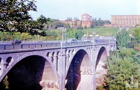 Ինքնասպանություն՝«Հաղթանակ» կամրջից .Մինչև իրեն ցած նետելը, տղամարդը կանգնել է կամրջի վրա, շշով ջուր խմել