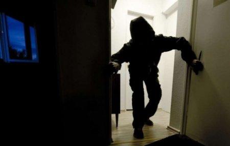 Ավազակային հարձակում . դանակահարել են 62-ամյա տանտիրոջը, բռնություն կիրառել 59-ամյա կնոջ նկատմամբ